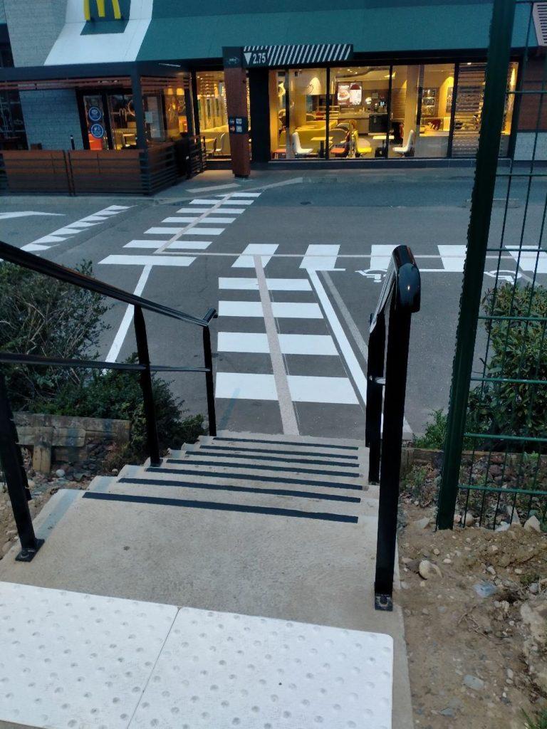 Fabrication et pose d'une rampe d'accès pour un Mac Donald - Salaise sur Sanne