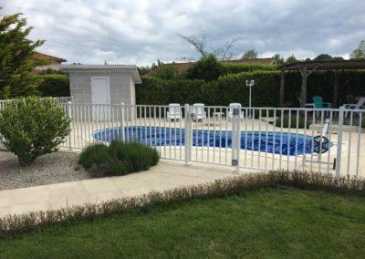 Pose d'une barrière de protection de piscine en acier et portillon sur mesure à Villefranche sur Saône