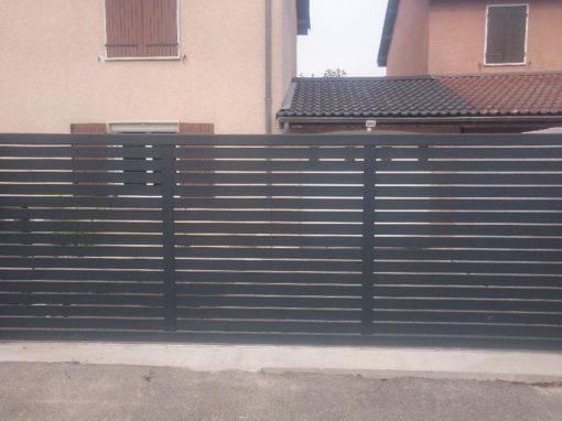 Fabrication sur mesure d'un portail coulissant en aluminium Saint Bonnet de Mure