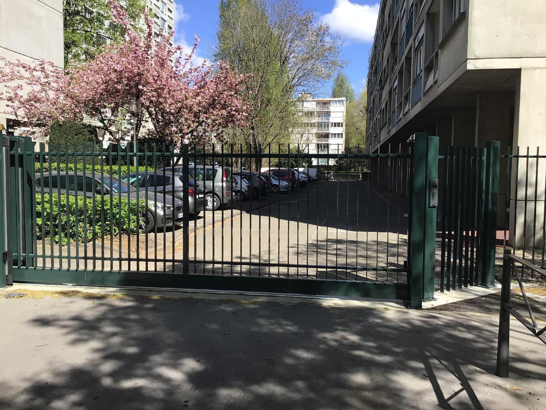 Fabrication de portails coulissants pour un immeuble en copropriété à Lyon 5e arrondissement rue des Aqueducs