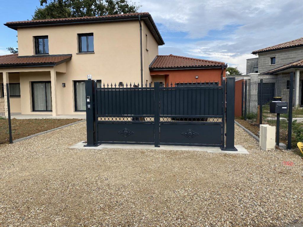 Portail de maison individuelle motorisé Limas près de Villefranche sur Saône 69400